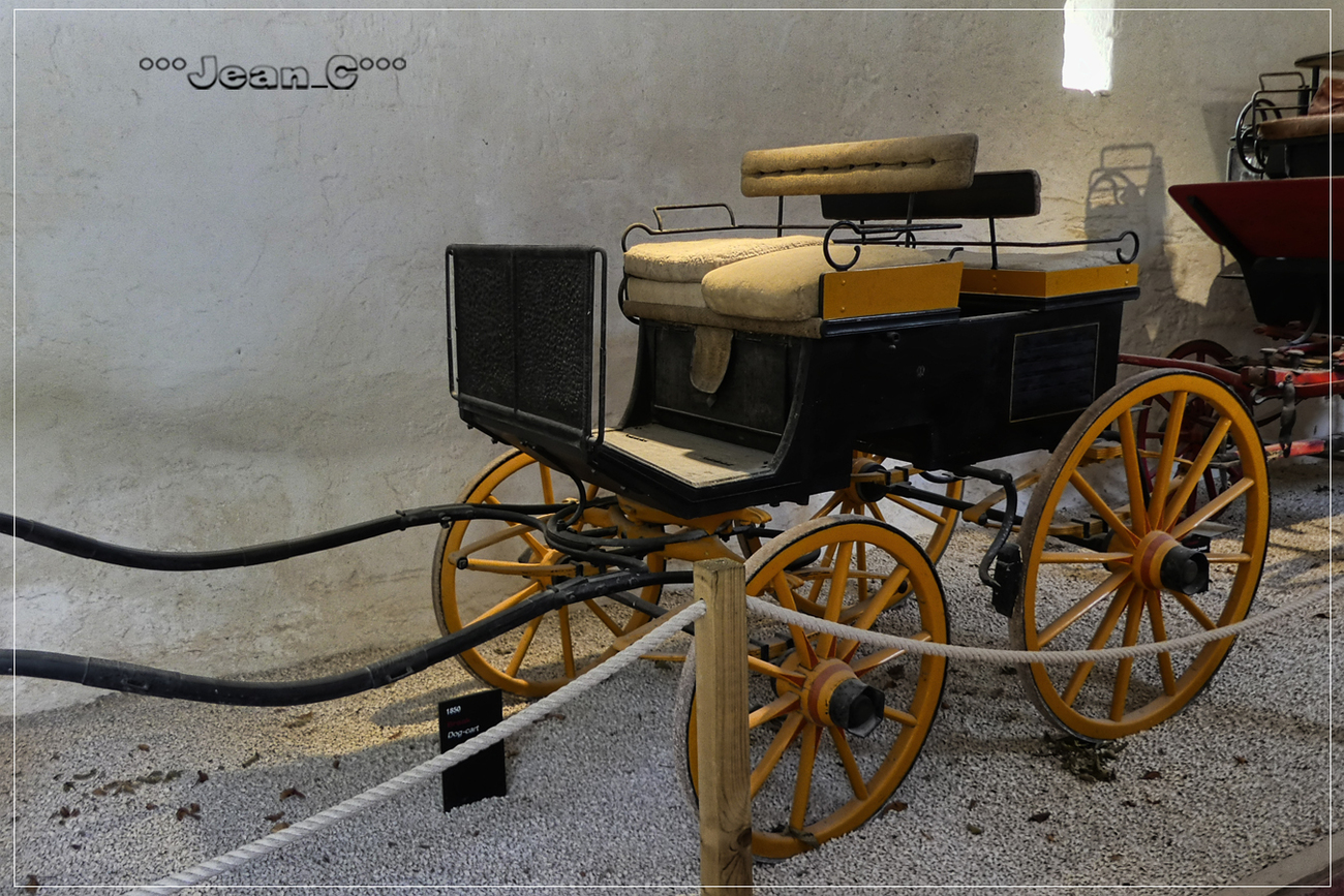 Old horse-drawn carriage by Jean_C