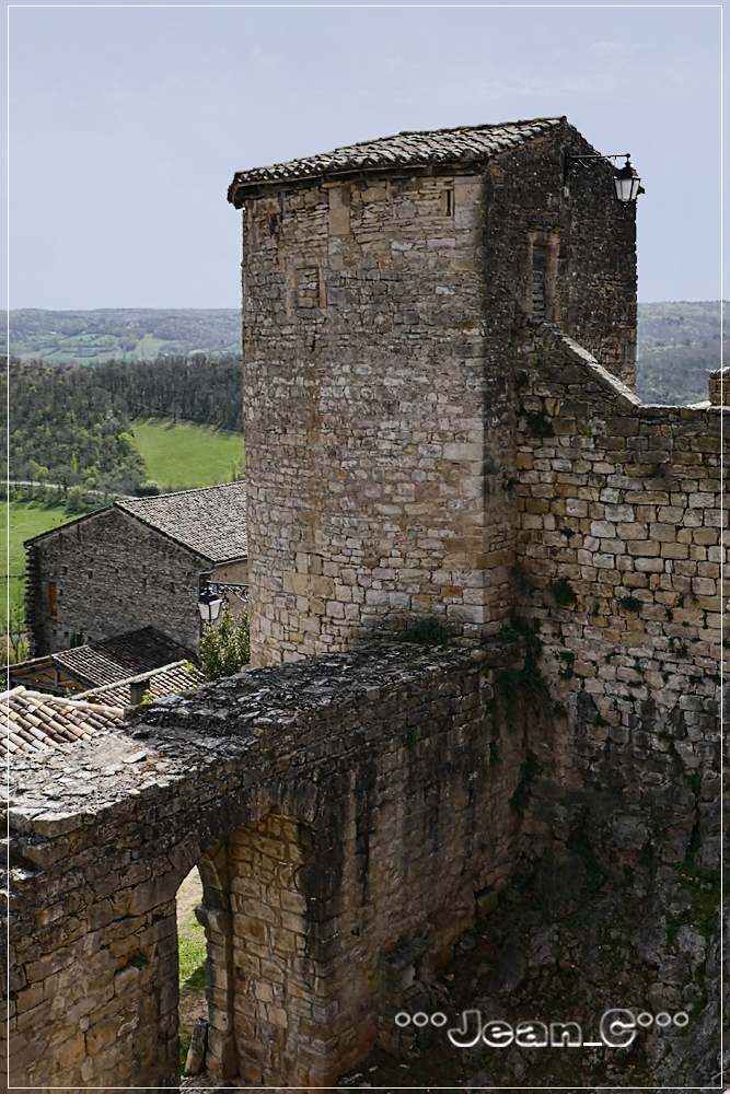 Puycelsi (5): Battlements and tower by Jean_C